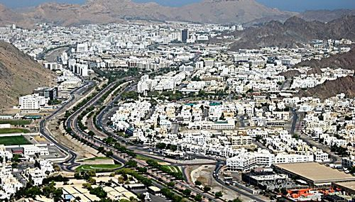 Oman Reduces Minimum Wage Requirement for expats bringing in Families